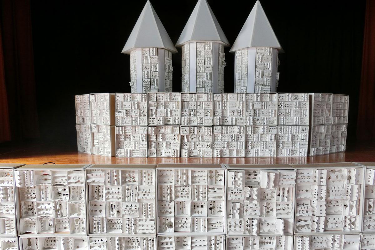 切り込み模様の城