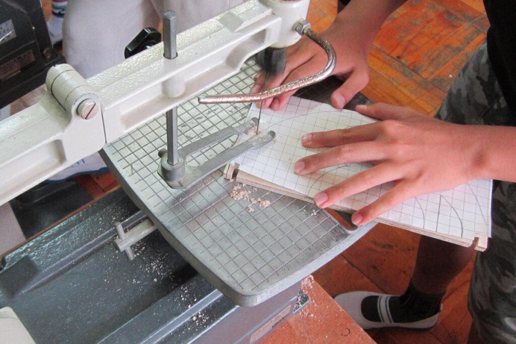 シナベニヤ板の回転する工作