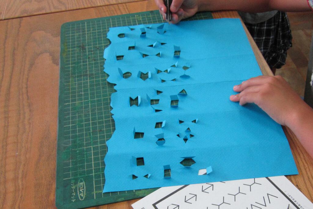 マーメイド紙とカッターで作るお城