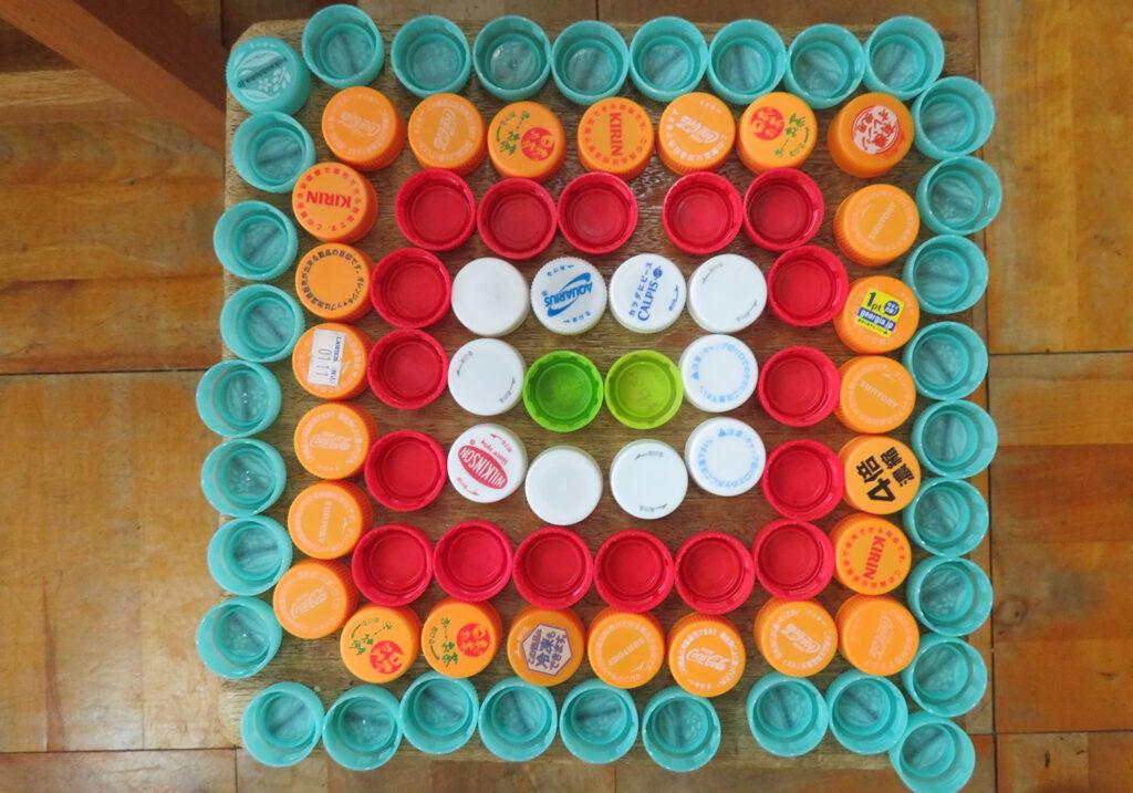 ペットボトルキャップで造形遊び