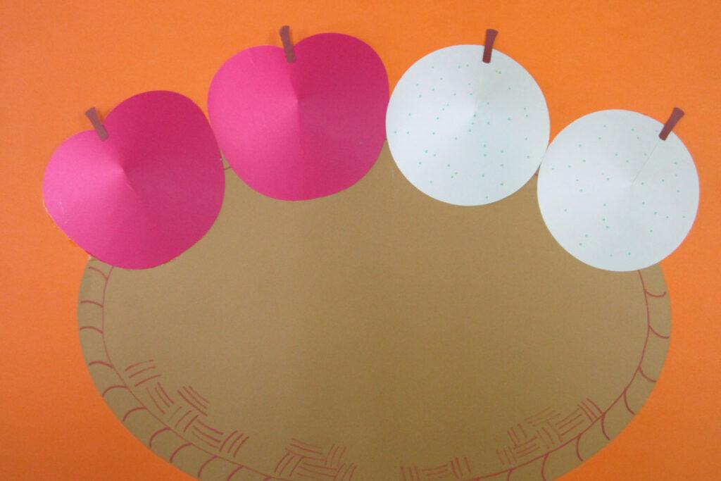 10月の壁面掲示秋の味覚