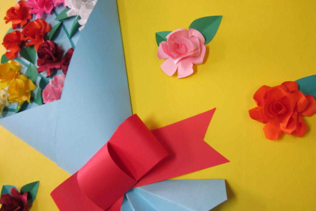 3月の壁面掲示バラの花束