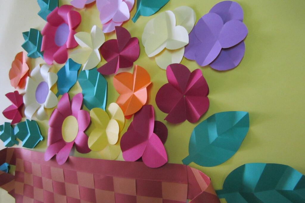 3月の壁面掲示花籠