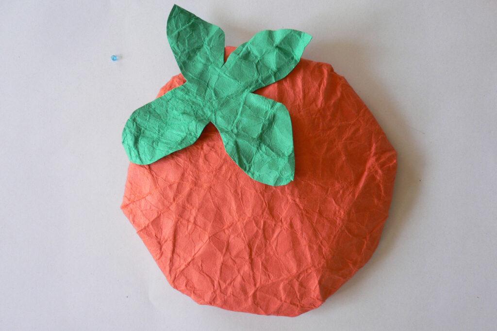 10月の掲示物柿と赤とんぼ
