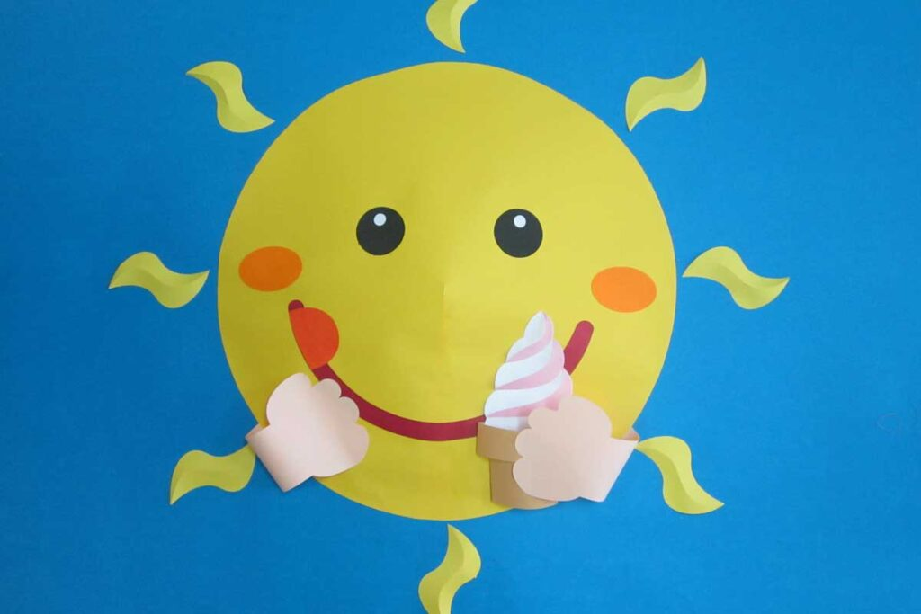 7月の壁面掲示太陽とソフトクリーム
