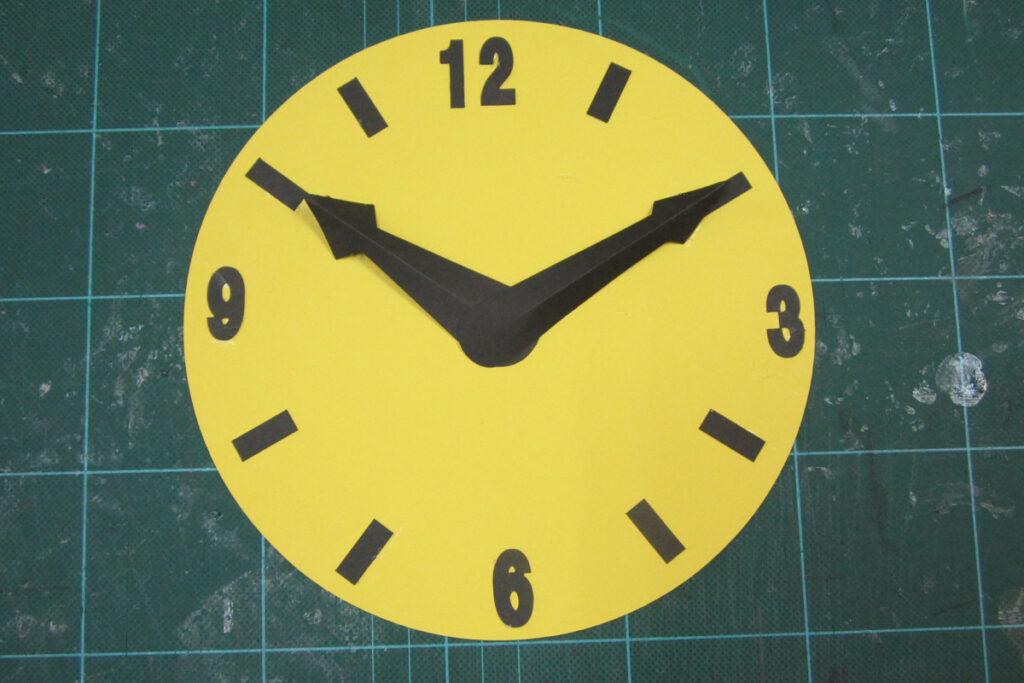 6月の壁面掲示時計