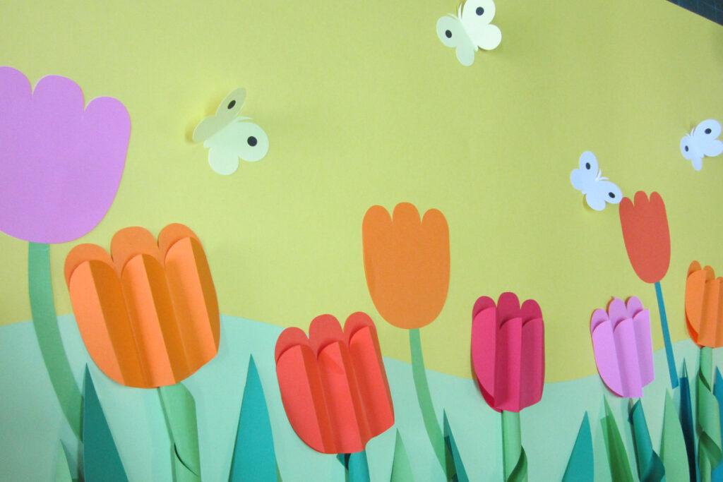 4月の壁面掲示チューリップ