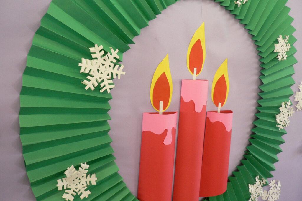 12月の壁面掲示クリスマスリース