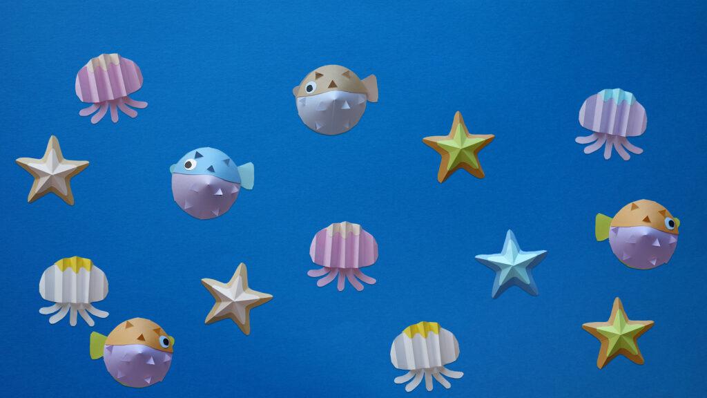 8月の壁面掲示ハリセンボンとクラゲとヒトデ